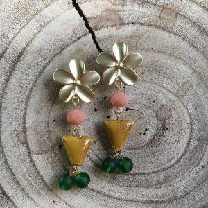 Pendientes-coral-verde-mostaza